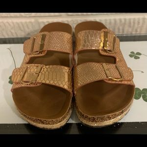 WANTED NWOT Size 9 Sandal Gold